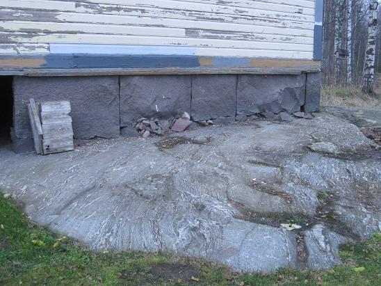 Talon perustus kalliolle