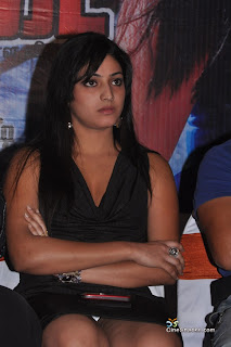 actress hari priya shows her pantee hot spicy pics photos images