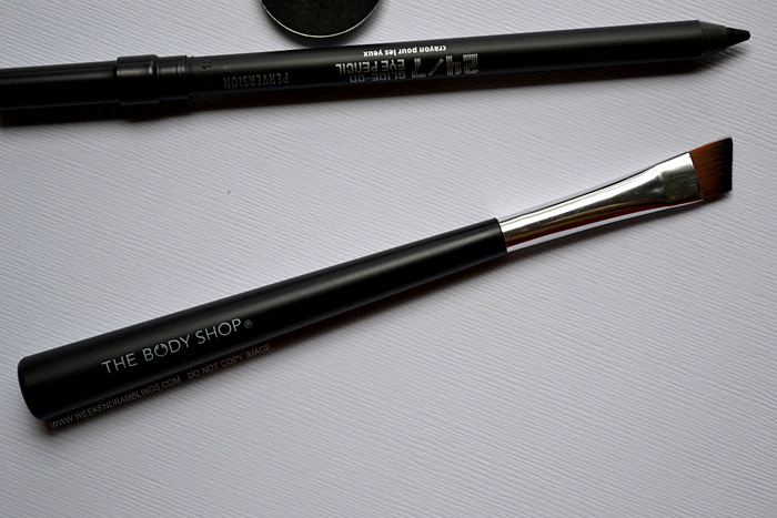 TBS Bodyshop Angled Slanted Best Cheap Eyeliner Makeup Brushes Photos Review Indian Beauty Blog How to Use Apply