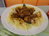 Espaguete com Bife à Rolê