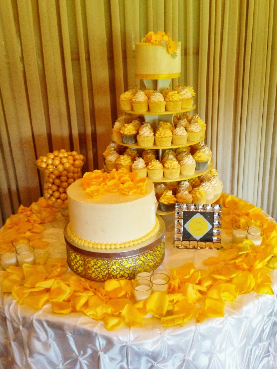 Sweet Maddie\'s Catered Desserts: Morgan\'s wedding cakes and cupcakes.