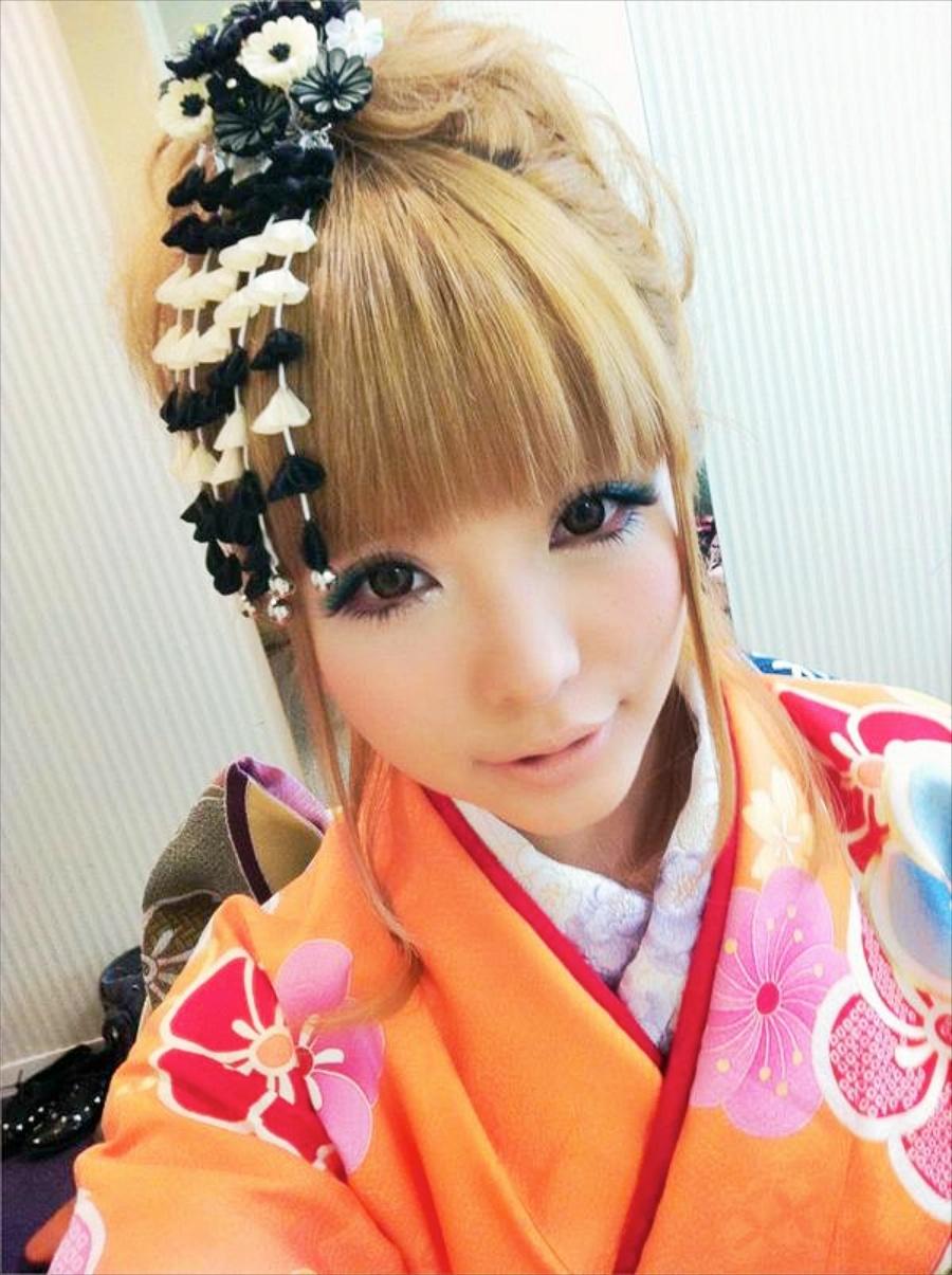 Японские девушки с прическами