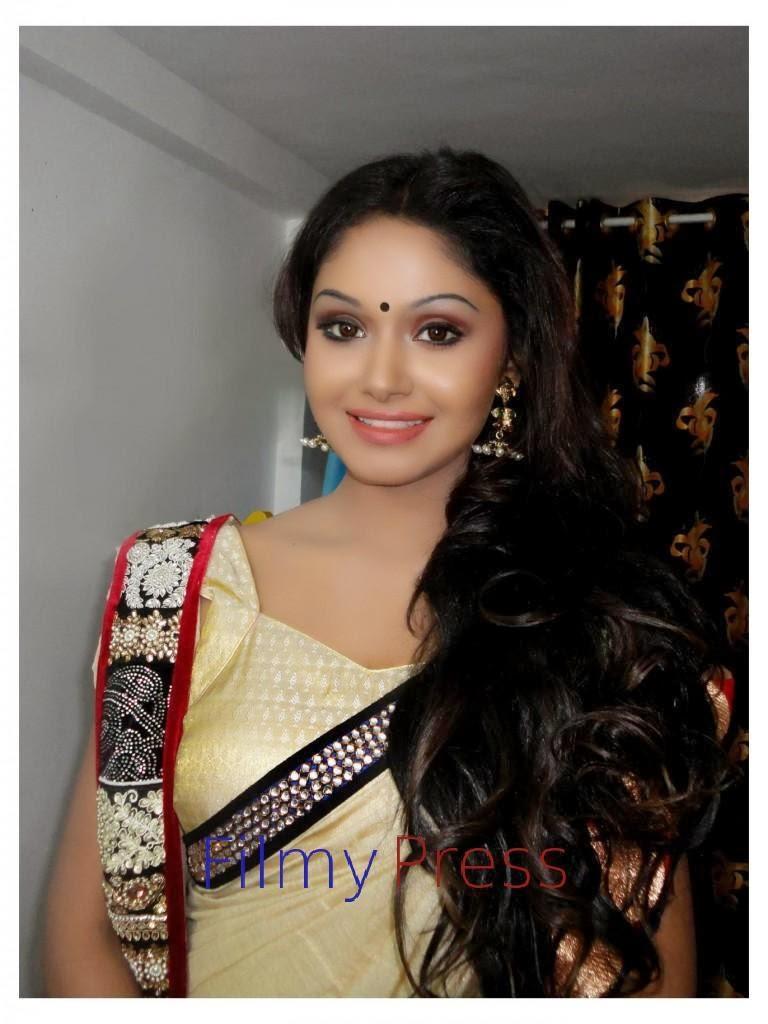 shritha sivadas saree navel actress online