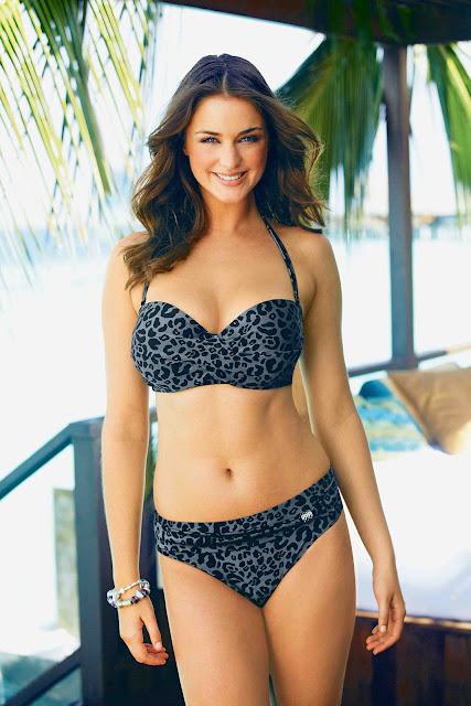Lauren Budd sexy in swimsuit