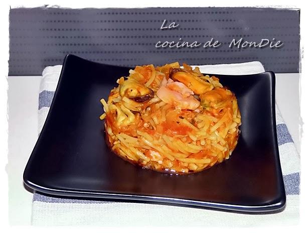 La cocina de mondie fideua mejill n y salm n for Cocinar huevos 7 days to die