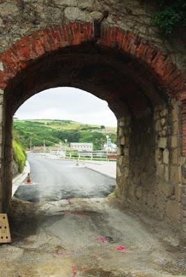 Castrillón, Arnao, túnel de acceso a la playa
