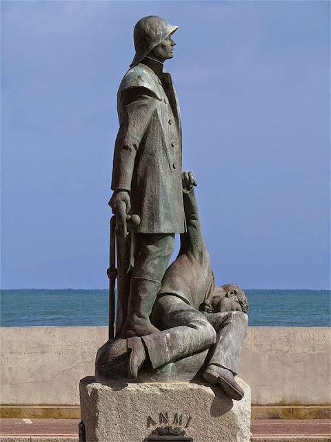 Monument to the fallen seamen, by Lorenzo dal Torrione, Castiglione della Pescaia