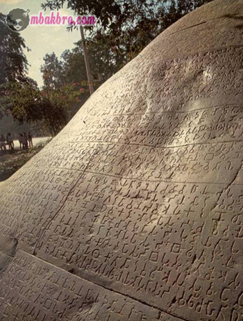 salah satu prasasti yang menceritakan kisah Ashoka