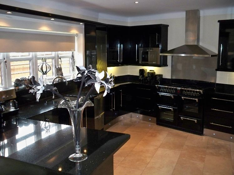 Cabinets for kitchen kitchen designs black cabinets for Kitchen designs black and white