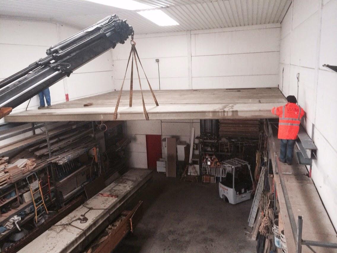 Estructura met lica y cerramiento de prefabricados de for Naves prefabricadas de hormigon precios