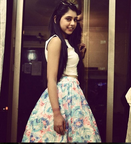 Niti Taylor Stylish looks in Kaisi Yeh Yaariaan Season 2 |Niti Hot Pics