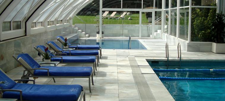 Piscina cubierta del hotel princesa sofia de barcelona for Cubiertas para piscinas madrid