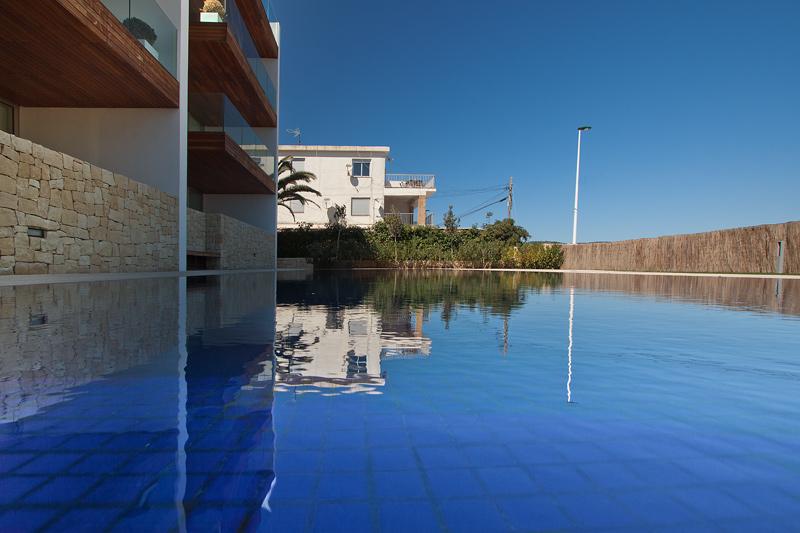 Piscina minimalista lucas gunitec for Gunitec piscinas