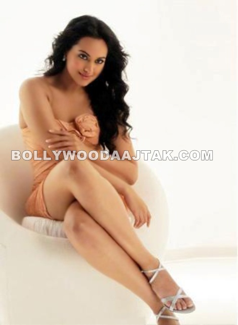 Sonakshi Sinha Hot Pic - Sonakshi Sinha Dabur Fem Hair Removing Cream Hot Pics