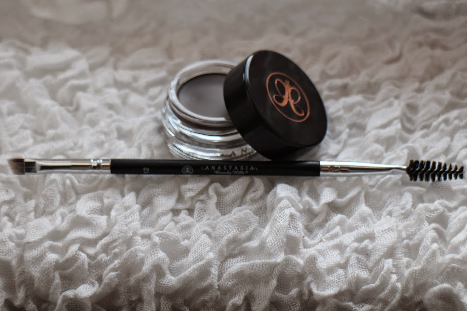 Anastasia DipBrow Pomade, Anastasia dipbrow review, Anastasia brush review, Best eyebrow product, Anastasia brush #12, cult beauty