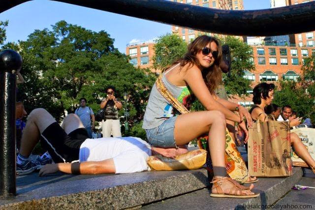 GEMPAR Ratusan Gadis Cantik Duduk Di Atas Muka Lelaki