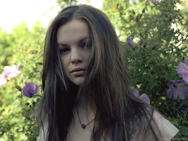 Amber Tamblyn HD Wallpaper-1600x1200-07