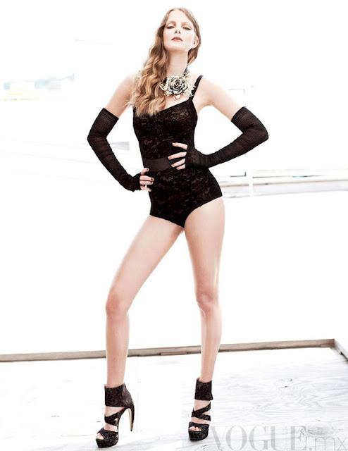 Eniko Mihalik sexy in lingerie