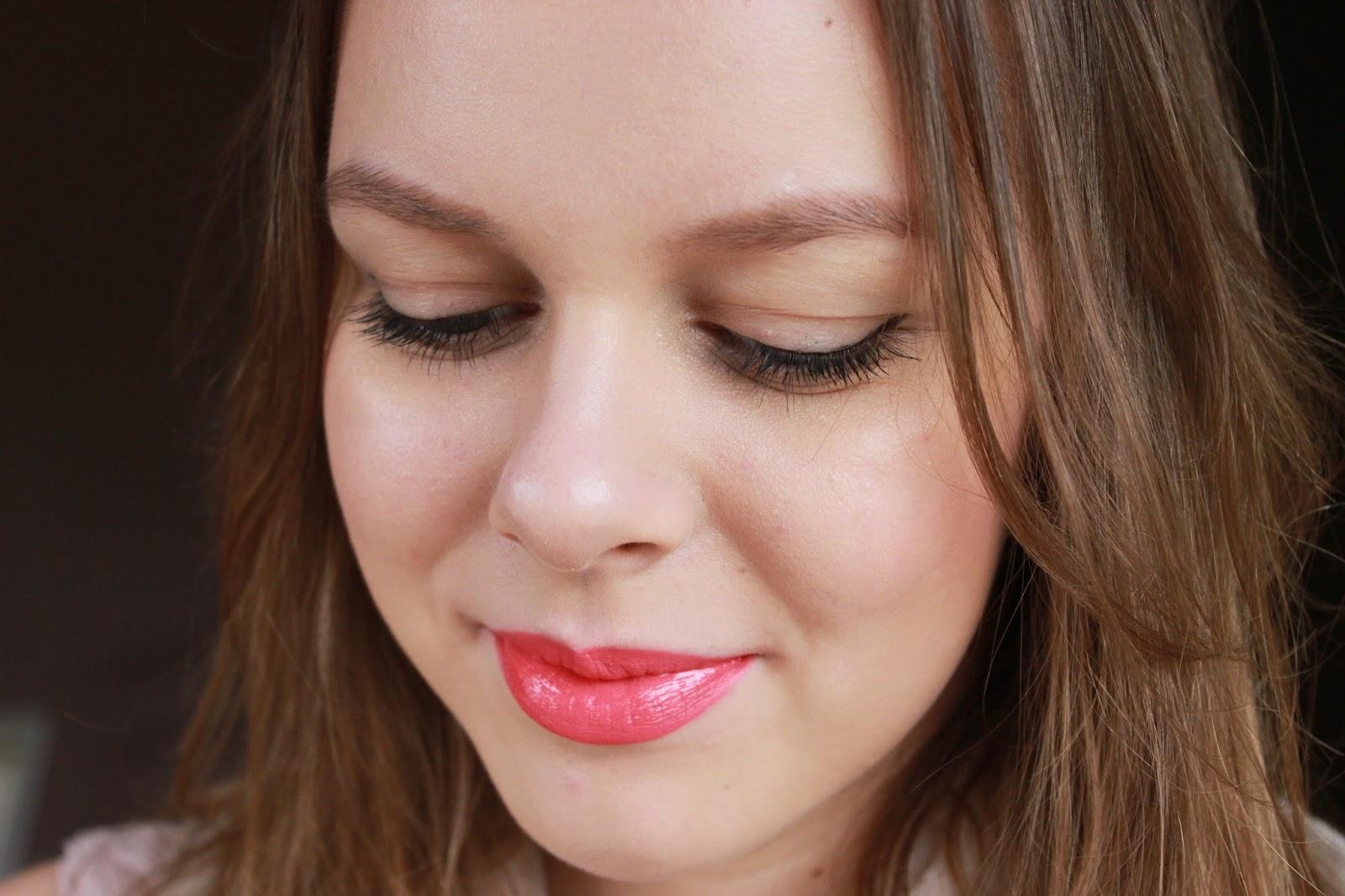 hoe een felle lipstick dragen