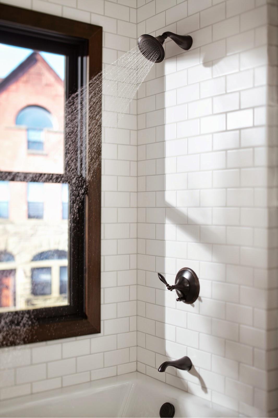 Chiếc vòi hoa sen được ưu ái thêm cửa sổ thoáng mát