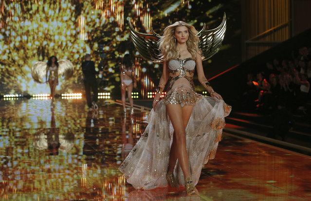 Galeri Foto Cantik Victoria's Secret Fashion Show