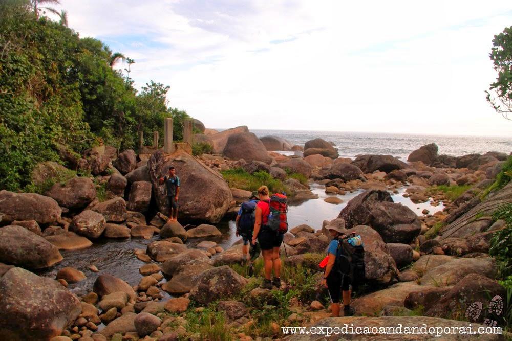 Atravessando um rio para chegar em Ponta Negra