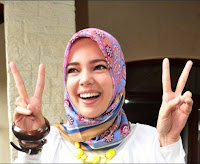 Gaya Hijab Ala Dewi Sandra Dari Dian Pelangi