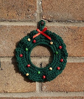 Free Crochet Pattern Christmas Wreath : Yellow, Pink and Sparkly: Free Crochet Patterns