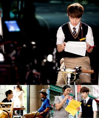 D.O EXO diketahui rajin mempelajari naskah drama It's Okay That's Love. Ini terungkap setelah kru mengunggah beberapa foto behind the scene D.O yang memerankan Han Kang Woo.