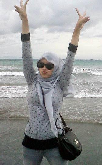 Mengintip Cewek Jilbab Bila Telanjang Pamer Toket Gede