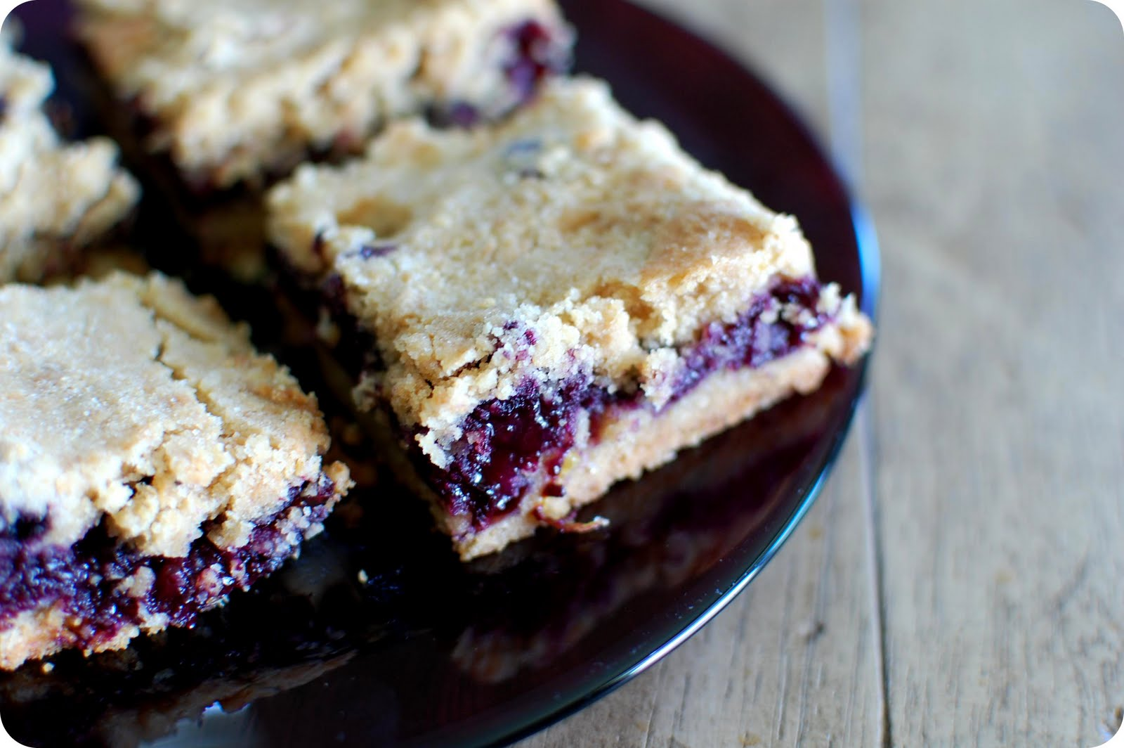 33 Shades of Green: Tasty Tuesdays: Blueberry Crumb Bars