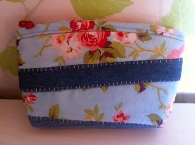 #6 Liten väska till nycklar, pengar eller smink t ex.  Mått:14,5x10cm Pris:100 kr