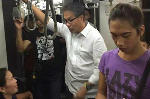 Mar Roxas Rides The MRT