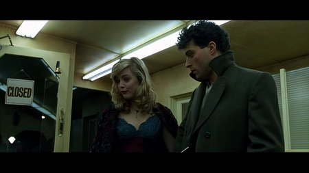 Rufus Sewell Melissa George Dark City 1998 movieloversreviews.blogspot.com