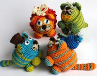 http://translate.google.es/translate?hl=es&sl=en&tl=es&u=http%3A%2F%2Faboutgoodness.com%2Famigurumi-crochet-cats-diy-tutorial-pattern%2F