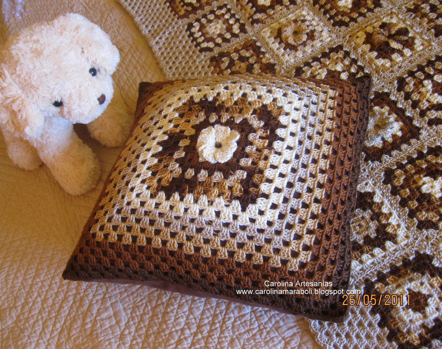 Vitrina de carolina artesan as la tienda 186 cojines - Cojin de crochet ...