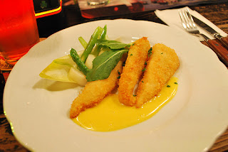 Deep-fried sole with hollandaise sauce