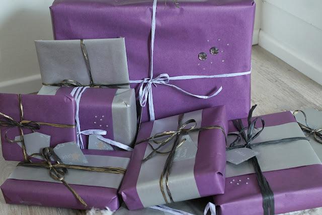 paketointi, joululahjat kuusen alla, wrapping, kauniit lahjapaketit