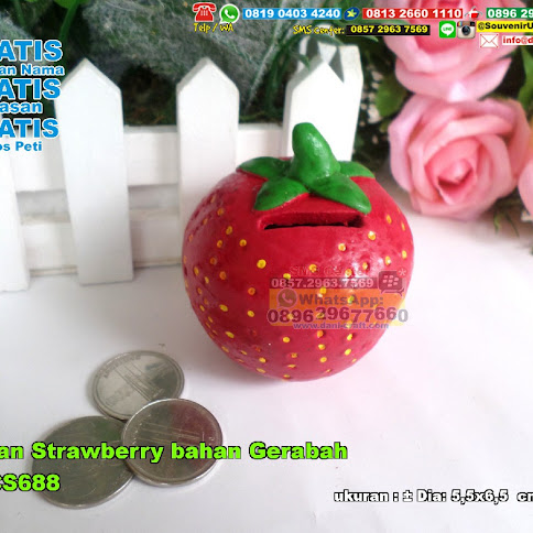 Celengan Strawberry Bahan Gerabah