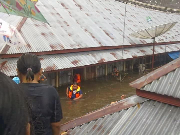hujan deras di pdg pjg mengakibatkan banjir di beberapa daerah di padang panjang