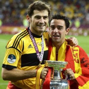 Iker Casillas y Xavi Hernández