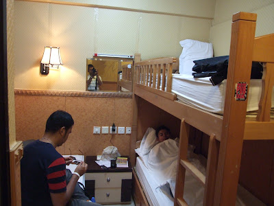 เดินทางจากท่าเรือที่ฮ่องกงไปโรงแรมที่พัก USA Hostel ย่าน Tsim Sha Tsui