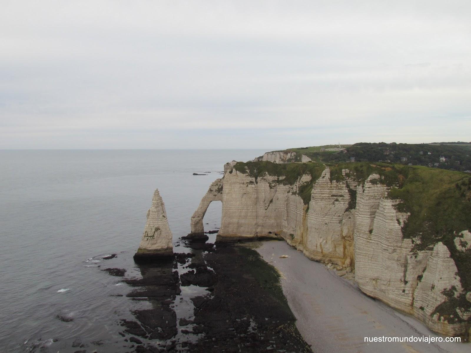 La siguiente etapa de nuestro viaje por carretera nos adentraba en la Normandía. Esta región del norte de Francia se hizo muy célebre a raíz de los