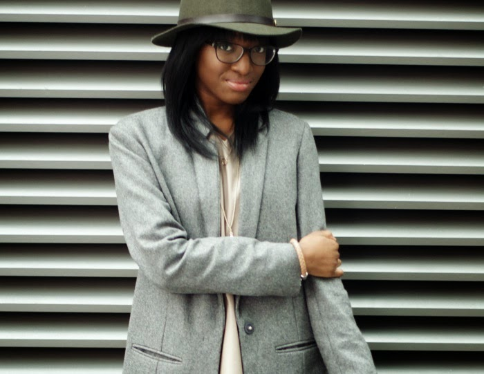 Nia A fashion blogger in cos wool long blazer