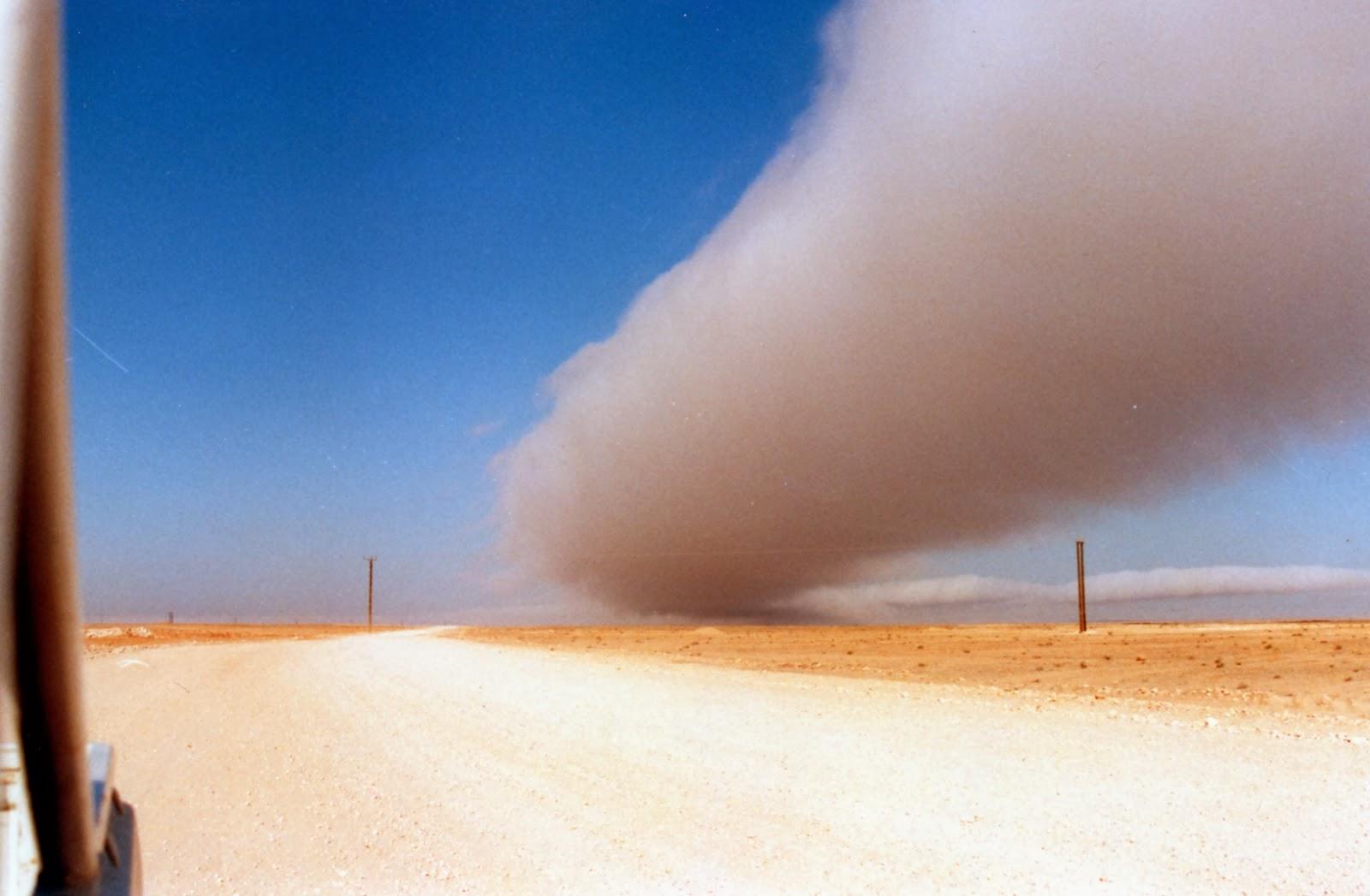 Bienvenidos al nuevo foro de apoyo a Noe #272 / 03.07.15 ~ 09.07.15 - Página 4 Nube+tubular+captada+en+Dhofar,+Oman+al+este+de+Yemen+...