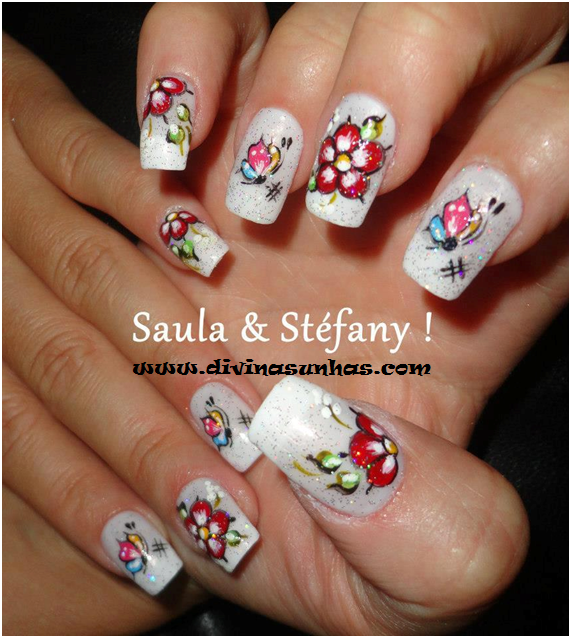 Unas Decoradas De To Do Tipo http://www.divinasunhas.com/2013/01/fotos-de-unhas-decoradas-com-flores-by.html