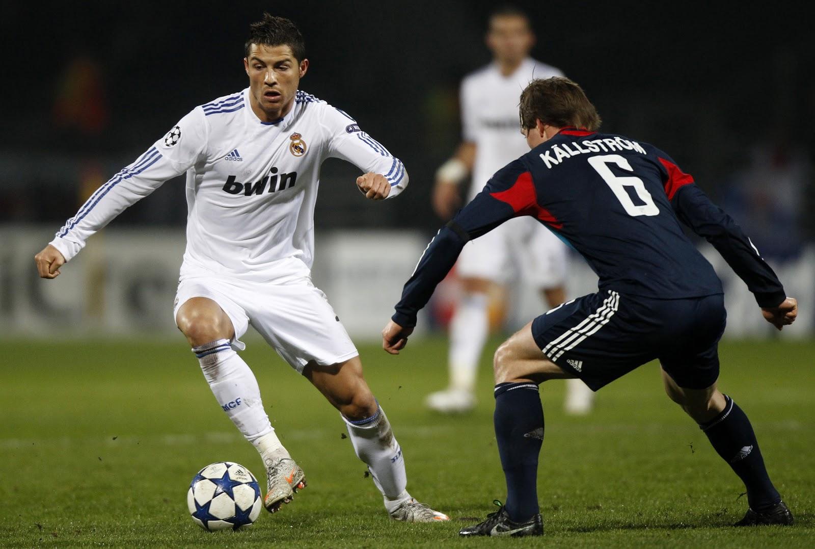 http://3.bp.blogspot.com/-trKfkPGNjJY/UItjKDCDv8I/AAAAAAAAAF8/m6GqbuCtLnA/s1600/Cristiano-Ronaldo-Lyon-Real-Madrid.jpg