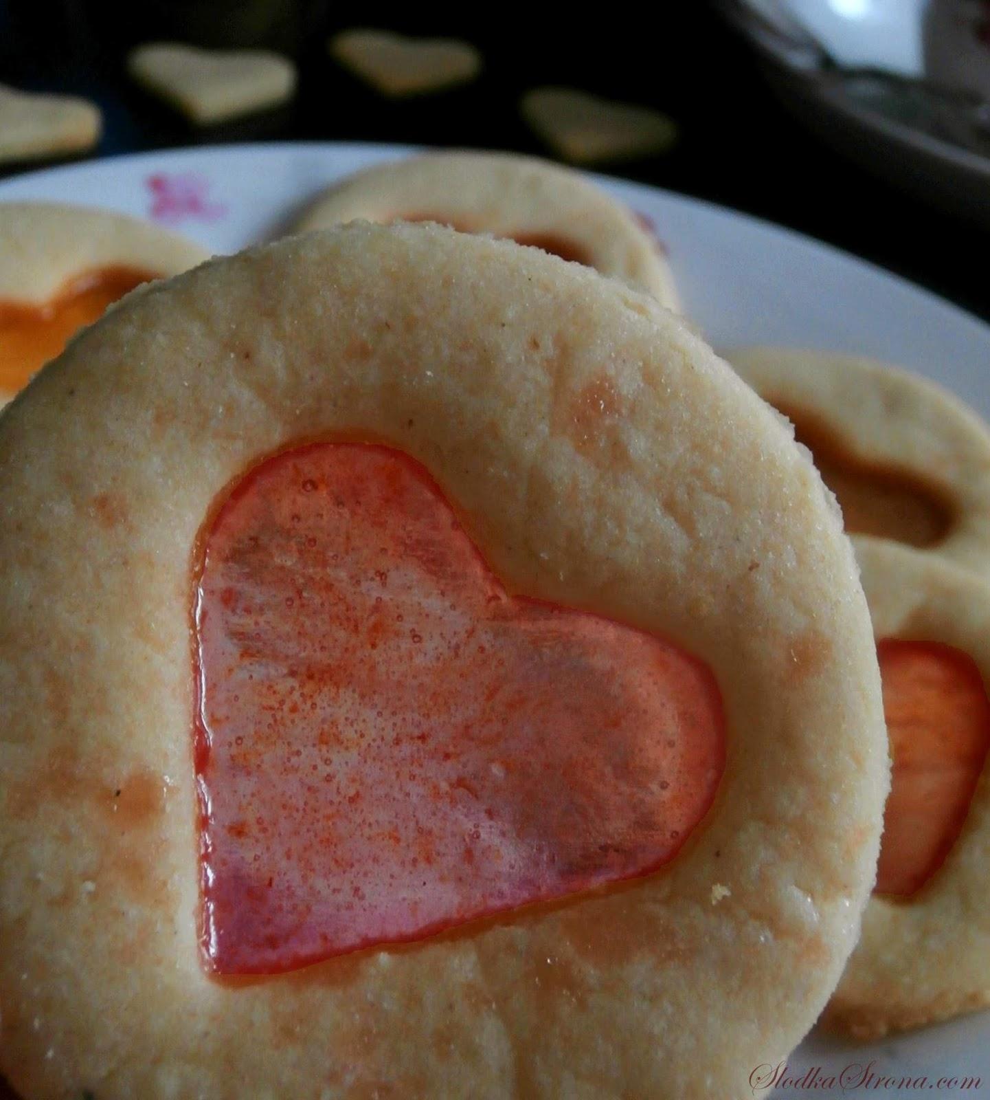 Walentynkowe Ciasteczka z Witrażem - Przepis - Słodka Strona, Ciasteczka z uroczymi, przezroczystym okienkami w kształcie serduszek to prosta, a zarazem efektowna propozycja na Walentynkowe menu.   Ciastka mimo swojej prostoty są bardzo smaczne i przede wszystkim idealnie pasują do romantycznej atmosfery Walentynkowego wieczoru.  ciasteczka z witrażem, ciasteczka witrażykiem, ciasteczka z witrażem przepis, ciastka z witrażem, ciastka z witrazem, ciastka z okienkiem, ciasteczka z okienkiem, ciasteczka na walentynki, ciasteczka walentynki, ciastka walentynki, ciastka na walentynki, ciasteczka z serduszkami, ciastka z serduszkami, ciastka z sercami, ciasteczka z sercami, przepisy na walentynki, ciastka na walentynki, ciasteczka na walentynki, romantyczna kolacja, Kolorowe Ciasteczka, przepis, kolorowe ciasteczka przepis, ciasteczka dla dzieci przepis, ciastka przepis, ciastka kolorowe przepis, proste ciastka przepis, proste ciasteczka przepis, szybkie ciastka, szybkie ciasteczka, proste ciastka, proste ciasteczka, efektowne ciasteczka, zjawiskowe ciasteczka, piękne ciasteczka,ładne ciasteczka, ciasteczka dla dzieci, Kruche Ciasteczka z Cukrem, proste ciasteczka, kruche ciasteczka, latwe ciasteczka proste i szybkie ciasteczka, Kruche Ciasteczka z Cukrem przepis, proste ciasteczka przepis, kruche ciasteczka przepis, latwe ciasteczka proste i szybkie ciasteczka przepis, ciastka z cukrem, kruche z cukrem, Ciasteczka z lukrem w kształcie duchów to prosta, a zarazem ciekawa propozycja na Halloweenowe menu. Ciastka mimo swojej prostoty są bardzo smaczne i przede wszystkim idealnie pasują do mrocznej atmosfery Halloweenowego wieczoru.  ciasteczka walentynki, ciasteczka walentynki przepis, ciasteczka na walenytynki, ciasteczka z lukrem, ciasteczka duchy, proste ciasteczka, kruche ciasteczka z lukrem, proste ciasteczka przepis, slodycze na walentynki, przekaski na walentynki, walentynki przepisy,