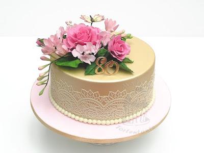 Fondanttorte zum 80. Geburtstag mit Rosen und Zahl