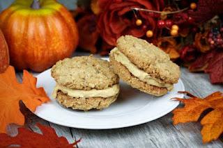 oatmeal-pumpkin-cookie-sandwiches